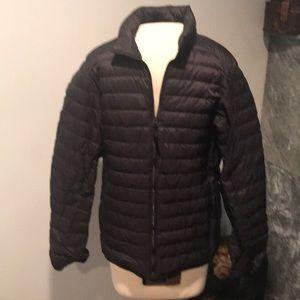 Uniqlo black zip up lightweight winter jacket
